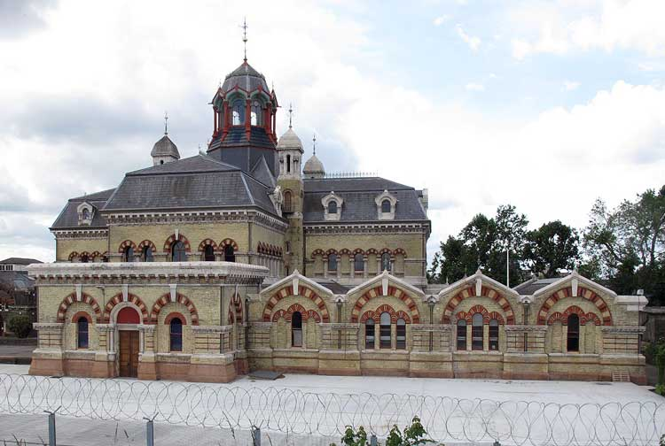 Abbey Mills Pumping Station (2012) Copyright Stephen Craven and licensed for reuse under CC BY-SA 2.0.