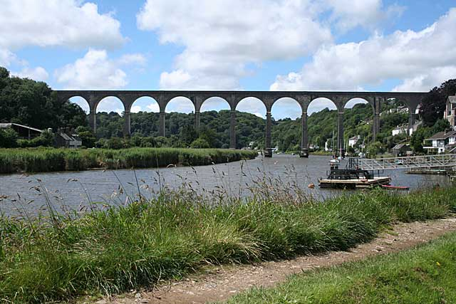 Calstock Viaduct. © Copyright Martin Bodman and licensed for reuse under CC BY-SA 2.0
