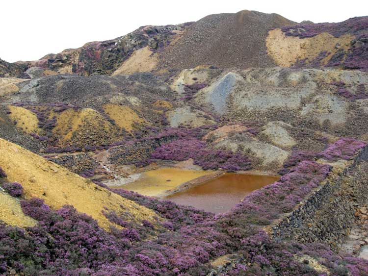 Parys Mountain Copper Mine. © Copyright Gareth James and licensed for reuse under CC BY-SA 2.0