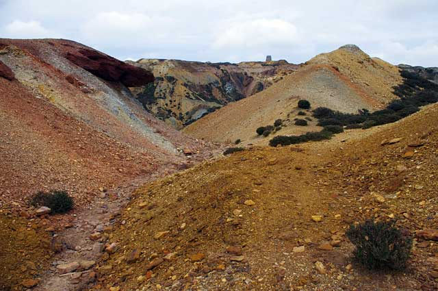 Parys Mountain Copper Mine. © Copyright Ian Taylor and licensed for reuse under CC BY-SA 2.0